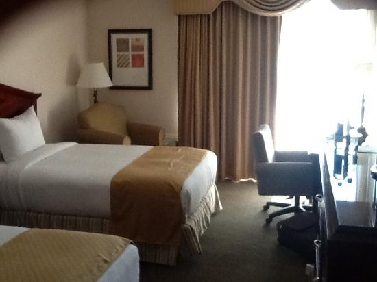 Doubletree by Hilton Torrance - South Bay: Room 312...two comfortable beds