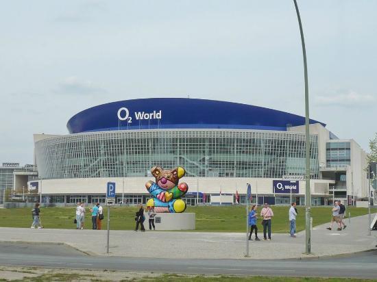 O2 world berlin alba vs maccabi main entrance for Hotels close to mercedes benz stadium