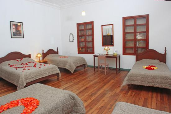 Hostal Macondo: This family room shared bathroom can be for 1,2,3,4,o 5, people.prices are$25, $40,$50,$60,$70