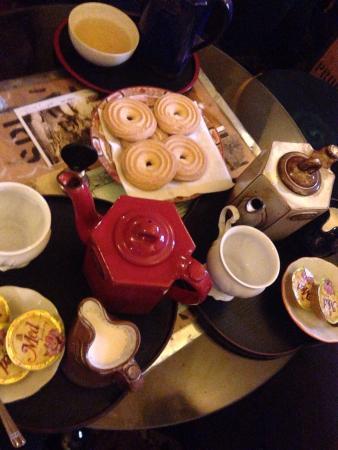 Dobra Cajovna : Tea and biscuits!