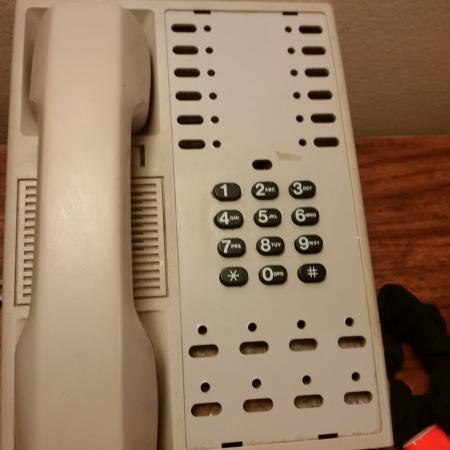 Americas Best Value Inn of Williams: No instructions on phone to dial room to room or to call the office....