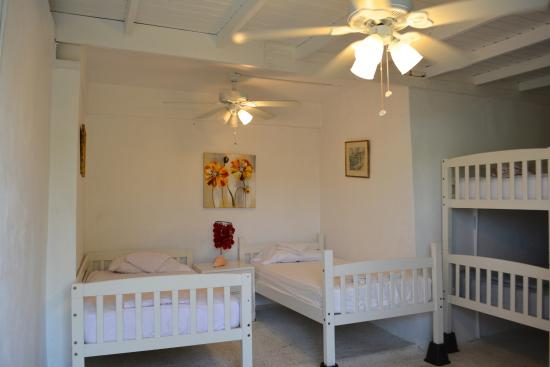 Culebra International Hostel: Family Room 6-bed on suite
