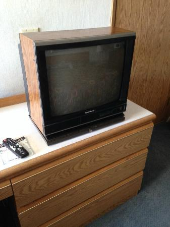 Surestay Plus Hotel By Best Western Moses Lake : I haven't seen a TV like this in 20 years.