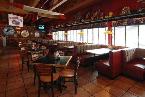 Hudsonu0027s Classic Grill U0026 Bar: Booth Or Table?
