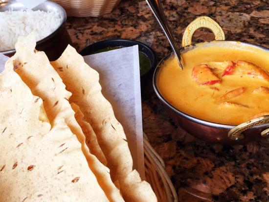 Himani Indian Cuisine: Chicken mahkani and papadums.