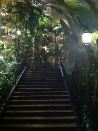 Gaylord Opryland Resort & Convention Center: Scenic stairway