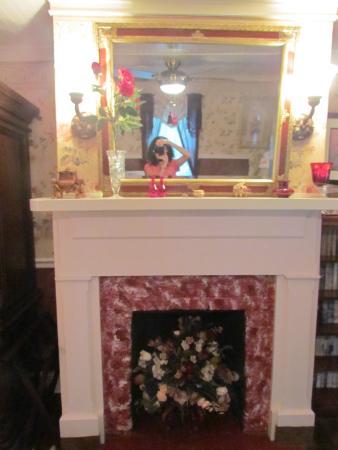 Oak Hill Country Inn: Garnet room