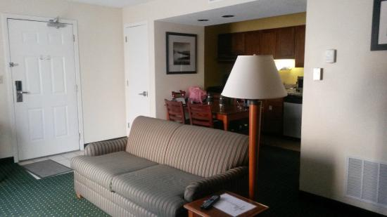 Sonesta ES Suites Minneapolis - St. Paul Airport: living-dining area