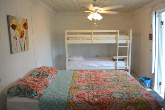 Culebra International Hostel: Room for 4 with on suite