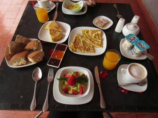 Riad Elizabeth: The breakfast spread