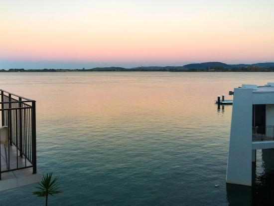 Trinity Wharf Tauranga: Early morning view from our room