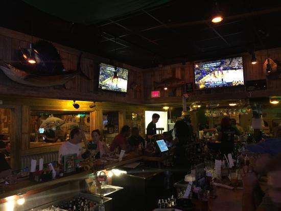 Flanigan's Seafood Bar & Grill: Great specials and fun environment for a fun evening