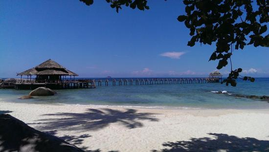 Bagus Place Retreat: white sandy beach