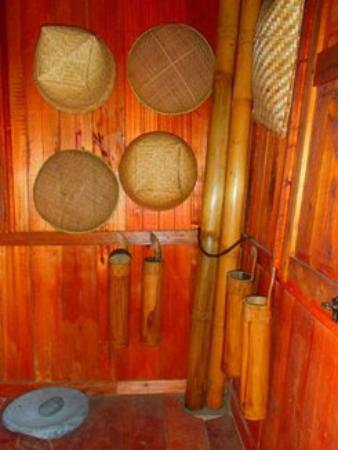 Istana Pagaruyung Peralatan Dapur Tradisional Di Anjung Belakang Bangunan Utama