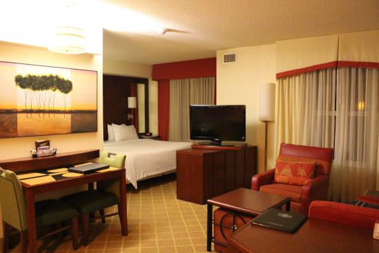 Residence Inn Roanoke Airport: View of the suite when you enter