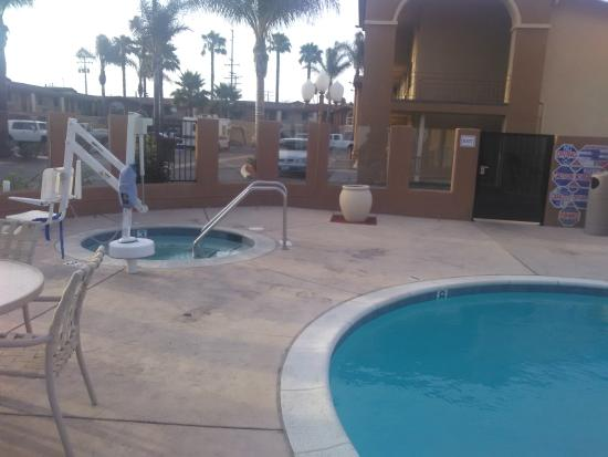 BEST WESTERN Oxnard Inn: pool and hot tub