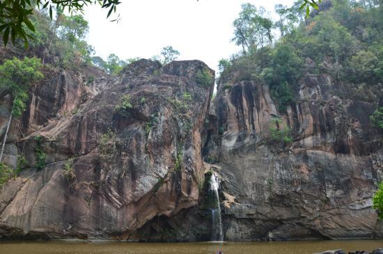 ชาติตระการ, ไทย: the waterfall