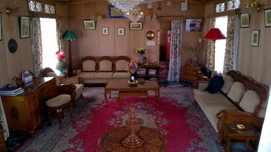 Dastan Houseboat: Kings Rose Boat House - Hall