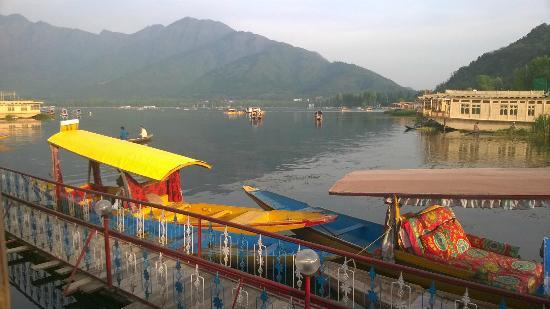 Dastan Houseboat: Kings Rose Boat House