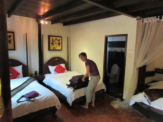 Ramayana Boutique Hotel: Two additional beds in room