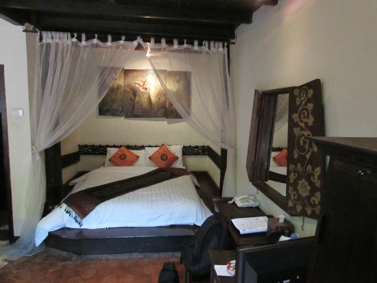 Ramayana Boutique Hotel: Main bed in room