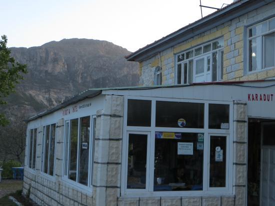 Karadut Pansiyon Nemrut: the front enterance