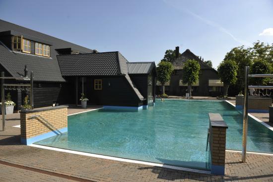 De Zwaluwhoeve : zwembad