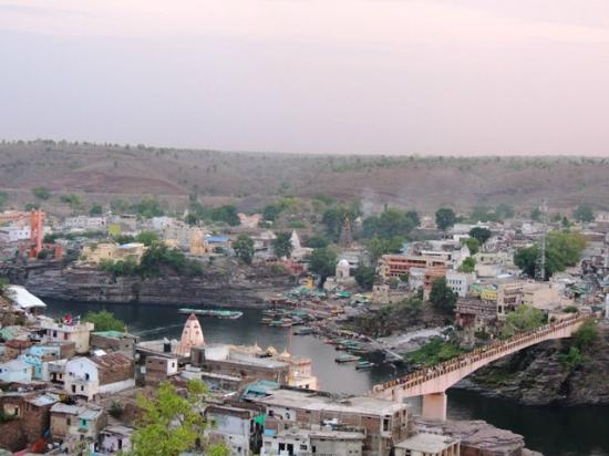 Omkareshwar, Hindistan: view after climbing 270 stairs