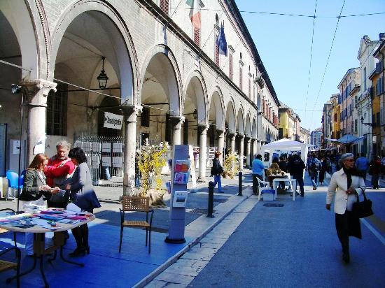 Rubra Bed & Breakfast & Apartments: Strada D'Azeglio