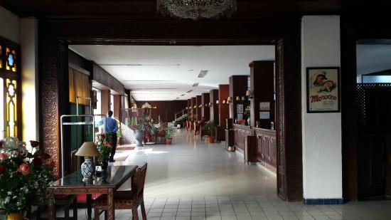 Chellah Hotel Tangier: Vestíbulo y salón