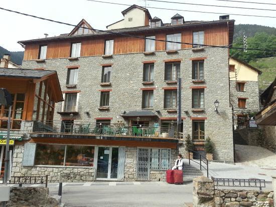 Hotel Roya: Roya Hotel front, Espot