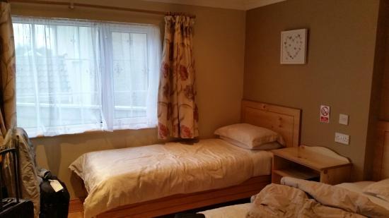Algret House Bed and Breakfast: Il letto aggiunto a quello matrimoniale della stanza