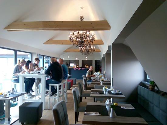 Gideon Hotel : salon de desayunos en el atico!