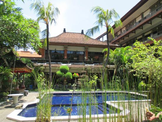 Hotel Puri Tanah Lot: Belle vue sur la piscine