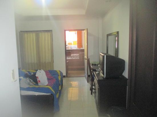 Hotel Puri Tanah Lot: vu de la porte d'entrée