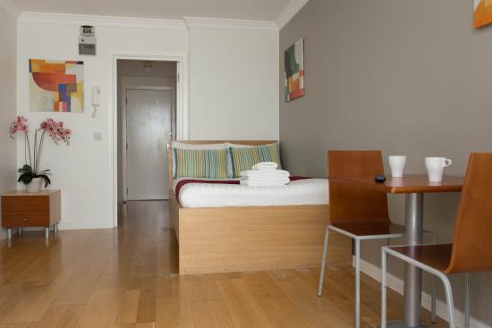 Inverness Terrace Serviced Apartments: Double Studio