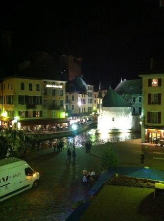 Hotel de Savoie: La vue depuis une chambre au 2ème