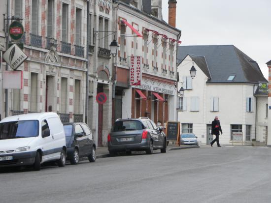 La Madeleine : Hôtel vu de la place