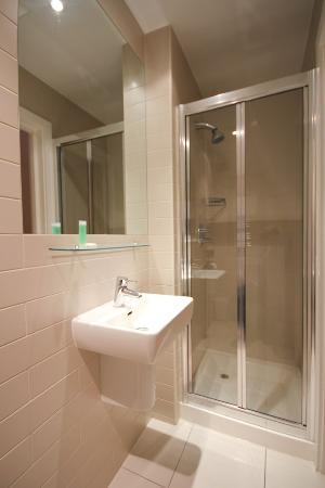 St James House: Bathroom