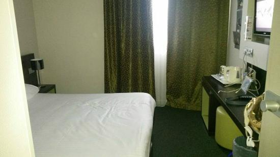 Kyriad Orly Aeroport - Athis Mons : chambre