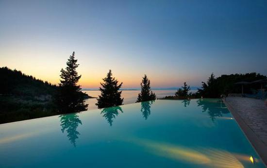Coucher de soleil sur la mer et la piscine picture for Choupi et doudou a la piscine