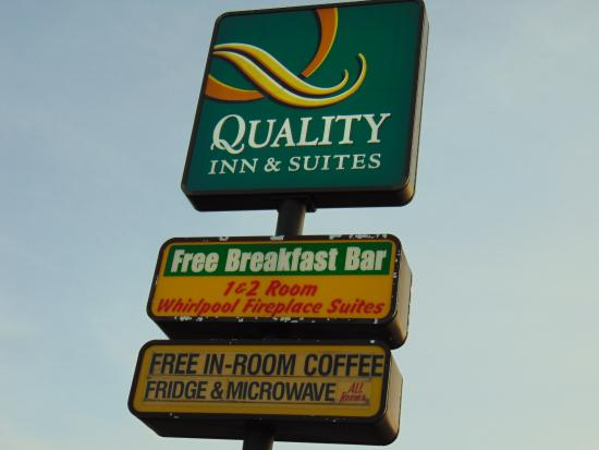 Quality Inn Quality Inn & Suites 1000 Islands  |  650 King St. East, Gananoque, Ontario K7G 1H3
