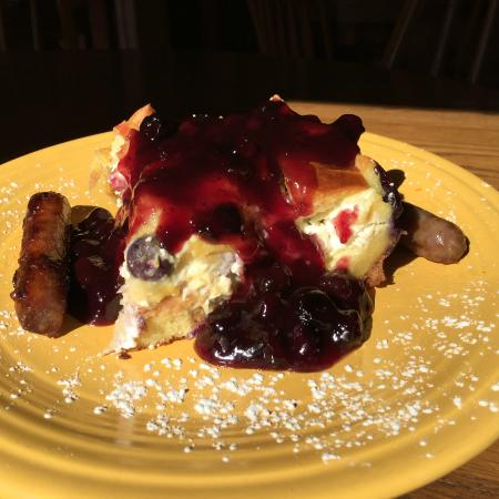 Parish House Inn : Breakfast today is Bluberry Stuffed French Toast with sausage
