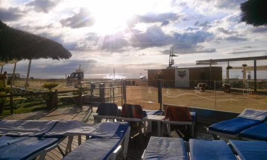 Tahiti Playa Suites : Piscina e spiaggia