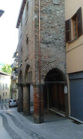 Palazzo alcarini casa di teodolinda bobbio itali for Piani di casa di palazzo