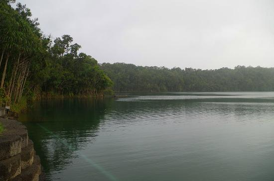 ‪Lake Eacham Crater Lakes National Park‬