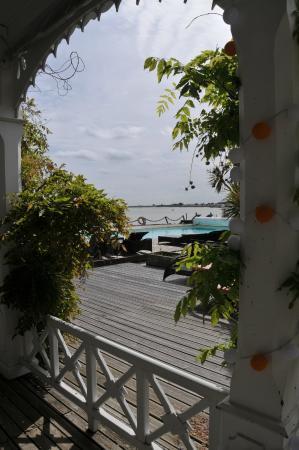 Hotel La Maison sur l'Eau: La terrasse
