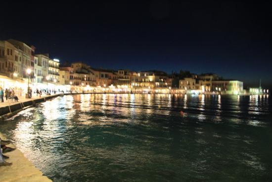 Прекрасный город - Picture of Old Venetian Harbor, Chania ...