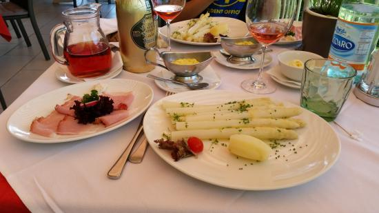 Rotwand: Asparagi Bianchi con parmigiano e uova