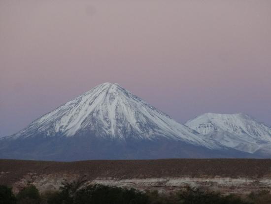 Alto Atacama Desert Lodge & Spa: Pôr do sol na estrada entre a cidade de San Pedro e o hotel.